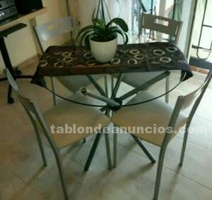 Mesa cristal y cuatro sillas