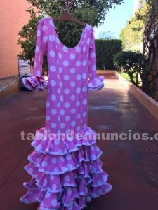 Traje de flamenca rosa con lunares