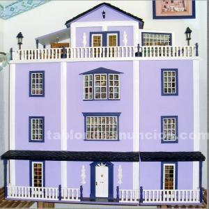 Casa de muñecas morada