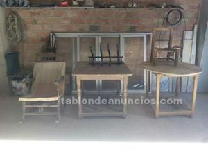 Mesas, hamaca, perchero y sillas