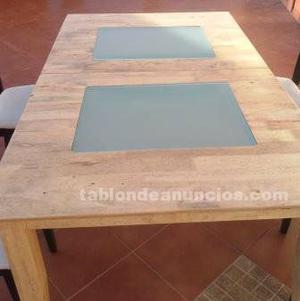 Se vende mesa de comedor con cuatro sillas