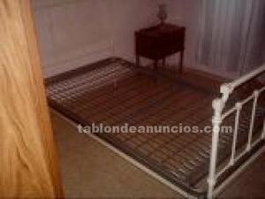 (60e)cama clásica antigua