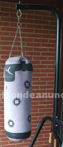 Soporte y saco de boxeo