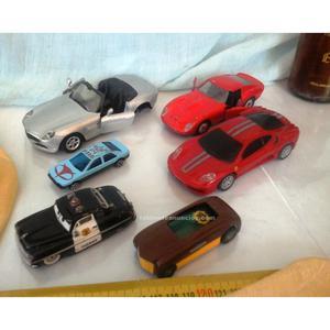 6 cochecitos de juguetes viejitos.