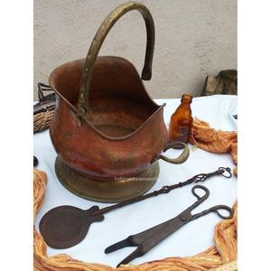 Antigua carbonera en cobre con accesorios. Buenas y útiles