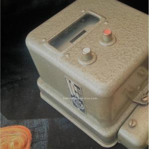 Antiguo contador de llamadas telefónicas. Marca teletaxe.