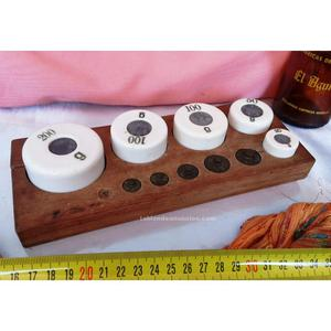 Antiguo juego de pesas originales en cerámica y bronce