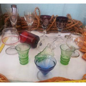 Antiguos vasitos de chupitos de colección. 12 unidades