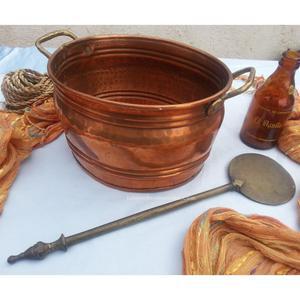 Carbonera viejita en cobre con badila en bronce. Buenas y