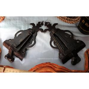 Centenaria pareja de cerraduras del siglo xviii.
