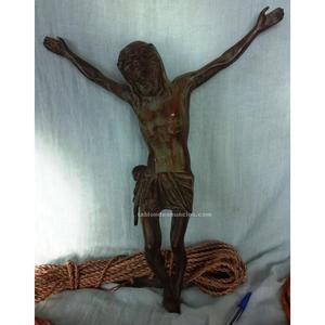 Cristo en bronce antiguo. Fantástica pieza a conservar. 2,5