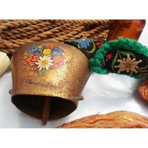 Vieja campanilla, cascabel de metal dorado. Origen alemán
