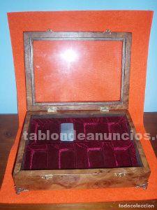 Caja. Vitrina de madera para encendedores zippo, madera de