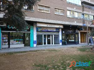 Local comercial de 32m2 útiles con gran escaparate.
