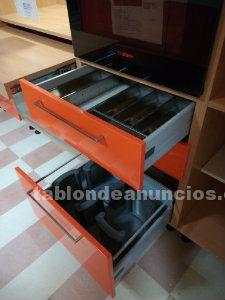 Muebles de cocina de exposición modelo marta lacada naranja