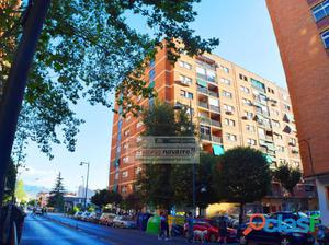 ALMINARES. Amplio piso semi-reformado con 4 dormitorios y 2