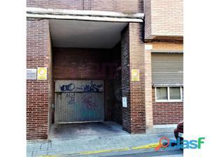 AMPLIA PLAZA DE GARAJE, CON PUERTA AUTOMÁTICA DE ENTRADA,