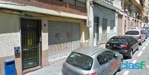 Alquiler de local a rasante de calle situado en San Blas,