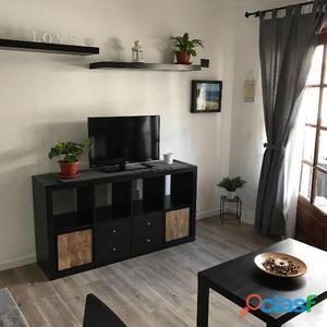 Apartamento de dos dormitorios recién reformado y amueblado