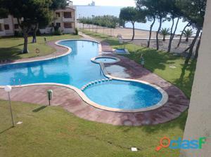 Apartamento de dos habitaciones con vista al mar y piscina