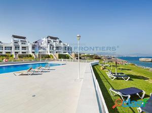 Apartamentos en primera línea de playa en Casares Costa
