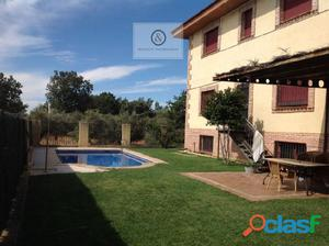 Casa con piscina en Candeleda.