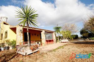 Casa de campo a pie de población
