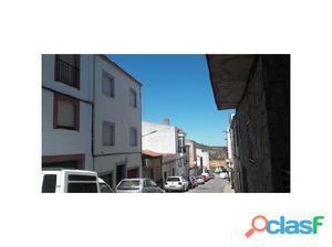 Casa de tres plantas con garaje en la zona de Aguas Vivas.
