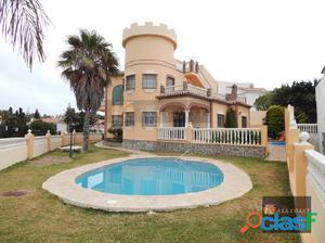Casa independiente en la zona del Faro de Calaburra.
