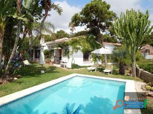 Casa independiente en venta en El Chaparral, Mijas Costa.