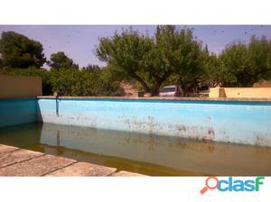 Chalet rustico con piscina y árboles: - 8 naranjos - 6