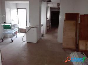 Elda: Casa de 165 m2 en dos plantas: local de 90 m2 en