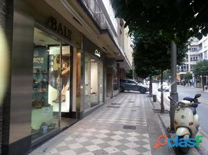 Excelente local en el centro de Granada con 225m2 en zona de