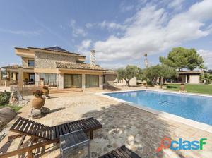 Impressive villa with breathtaking views in Puntiró