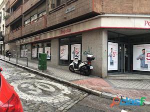 Local comercial en esquina en Argüelles, Madrid.