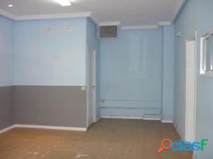 Local de 60 m2, con un pequeño trastero con puerta