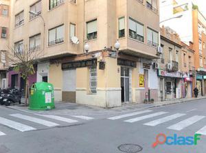 Local en esquina calle Padre Mariana