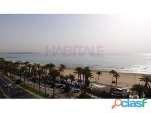 Pisazo frente al mar en el centro de Alicante con garaje. No