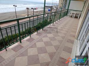 Piso en venta en 1º línea de playa en Carvajal,