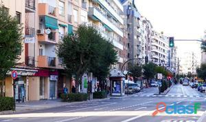 Plaza de aparcamiento en pleno centro de Granada, junto