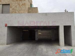 Plaza de garaje en Vistahermosa para coche grande.