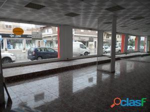 Se alquila local comercial en Zarandona