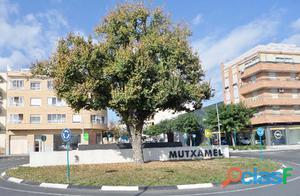 Se vende parcela en Mutxamel de 3700m2 con licencia y