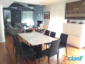 Se vende precioso piso reformado en el ensanche.
