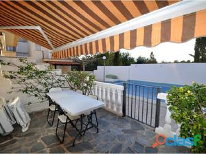 adosado con dos terrazas y jardin, la urbanizacion dispone