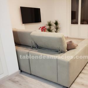 Sofá de diseño y conjunto mesa y sillas de comedor