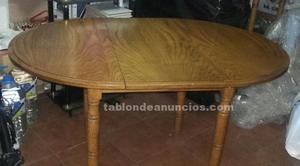 Conjunto de mesa de madera y 4 sillas.