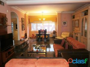 Se vende casa en Montecanal. Prácticamente independiente,