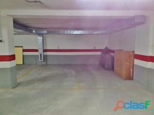 Fantásticas plazas de garaje cómodas y juntas en La