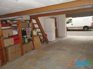 Garaje de 36 m2 con altillo y lavabo.